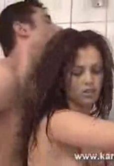 Kıvırcık Saçlı Türk Sex Banyoda Seviş Benimle